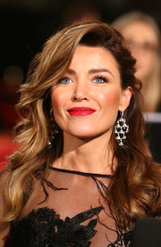 Dannii Minogue went for classic glamour with this half-up wavy hairstyle at the Logie Awards.