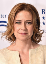 Jenna Fischer styled her short hair with curly ends for the Los Angeles Brady Bear Awards Gala.