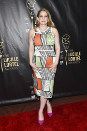 Anna Chlumsky sealed off her colorful ensemble with a pair of magenta pumps.