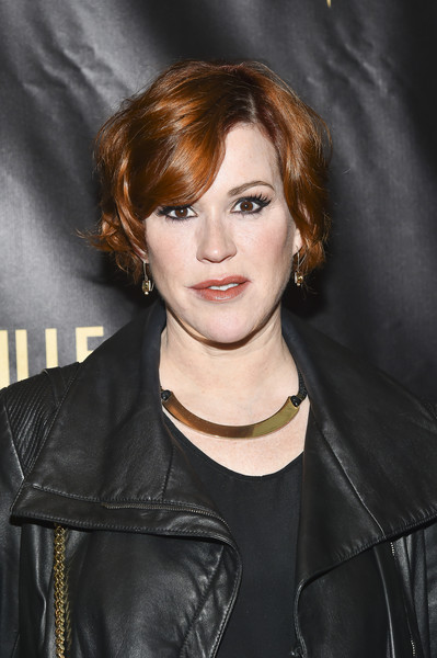 Molly Ringwald sported a wavy bob with side-swept bangs at the 2016 Lucille Lortel Awards.