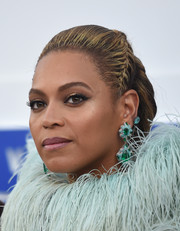 Beyonce Knowles highlighted her eyes with metallic gold shadow and a subtle wing.