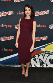 Katie Aselton kept it simple yet chic in a structured wine-red sheath dress at the 2016 New York Comic Con.