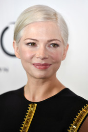 Michelle Williams wore her ice-blonde hair in a neat side-parted style at the 2016 New York Film Critics Circle Awards.