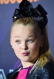JoJo Siwa pulled her hair back into a ponytail for the 2016 Nickelodeon Halo Awards.
