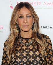 Sarah Jessica Parker stuck to her signature center-parted waves when she attended the Outstanding Mother Awards.