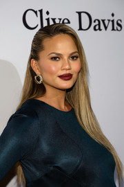 Chrissy Teigen's pout was hard to miss thanks to that dark red lippy!