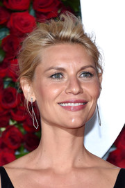 Claire Danes swept her locks back into a messy updo for the 2016 Tony Awards.