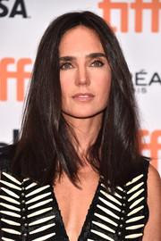 Jennifer Connelly attended the TIFF premiere of 'American Pastoral' wearing this simple straight 'do.