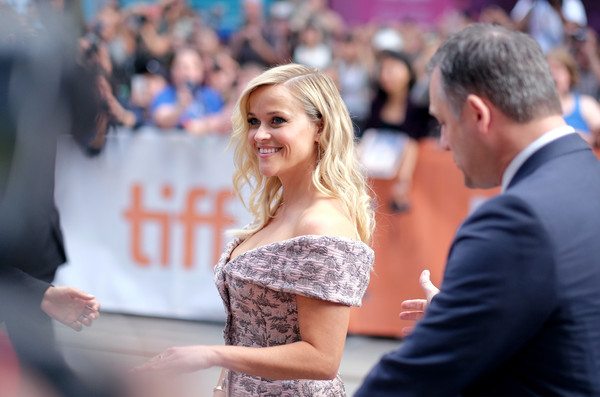 More Pics of Reese Witherspoon Long Wavy Cut (1 of 30) - Long Hairstyles Lookbook - StyleBistro