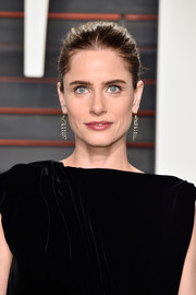 Amanda Peet pulled her hair back into a simple bun for the Vanity Fair Oscar party.