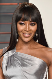 Naomi Campbell showed off a sleek 'do with rounded bangs at the Vanity Fair Oscar party.