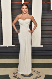 This strapless white Mark Zunino gown Sofia Vergara wore to the Vanity Fair Oscar party did an excellent job of showing off her phenomenal figure!