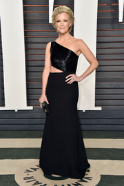 Megyn Kelly went for modern glamour in a black one-shoulder cutout gown during the Vanity Fair Oscar party.