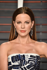 Kate Beckinsale sported a simple straight hairstyle at the Vanity Fair Oscar party.