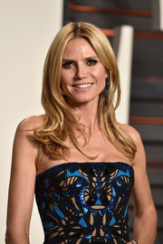 Heidi Klum wore her hair loose with flippy ends during the Vanity Fair Oscar party.