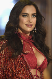 Irina Shayk looked gorgeous with her long waves at the Victoria's Secret fashion show.