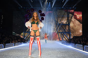 Josephine Skriver strutted down the Victoria's Secret runway in green lace lingerie.