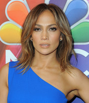 Jennifer Lopez sealed off her look with a glossy lip.
