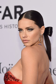 Adriana Lima looked adorable with her bow-nytail at the amfAR New York Gala.