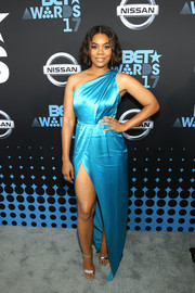 Regina Hall chose a sky-blue one-shoulder gown by ZAC Zac Posen for the 2017 BET Awards.