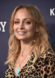 Nicole Richie channeled the '70s with this feathered flip at the 2017 Baby2Baby Gala.