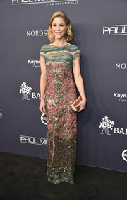 Julie Bowen made us swoon with this artfully beaded Fabiana Milazzo column dress at the 2017 Baby2Baby Gala.