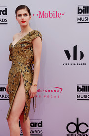 Alexandra Daddario's high-slit, off-one-shoulder dress at the 2017 Billboard Music Awards looked glam.