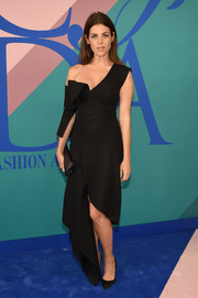 Julia Restoin-Roitfeld went for a deconstructed look in this asymmetrical off-the-shoulder dress at the 2017 CFDA Fashion Awards.