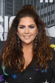 Hillary Scott sported big hair with a knotted top at the 2017 CMT Music Awards.