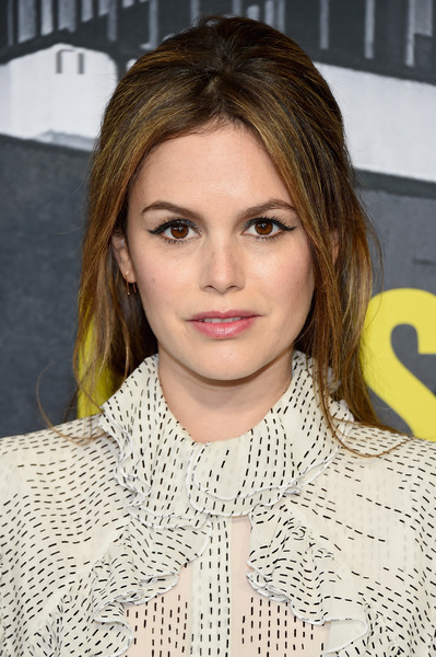 Rachel Bilson wore a '60s-chic 'do at the 2017 CMT Music Awards.
