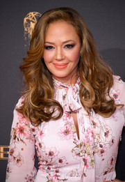 Leah Remini sported a classic curly 'do at the 2017 Creative Arts Emmy Awards.