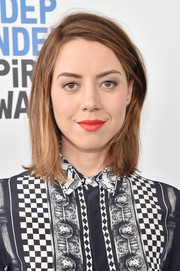 Aubrey Plaza was casually coiffed with this straight, shoulder-length 'do at the 2017 Film Independent Spirit Awards.