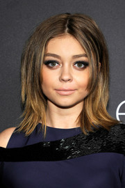 Sarah Hyland balanced out her heavy eye makeup with a nude lip.