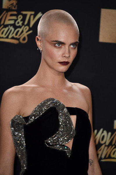 Cara Delevingne looked tough with her shaved head at the 2017 MTV Movie and TV Awards.