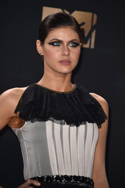 Alexandra Daddario channeled her inner Cleopatra with this super-smoky eye at the 2017 MTV Movie and TV Awards.
