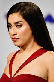 Lauren Jauregui opted for a simple side-parted style when she attended the 2017 MTV VMAs.