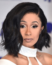Cardi B looked cool with her asymmetrical waves at the 2017 MTV VMAs.