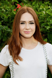 Karen Gillan kept it classic with this center-parted style with subtly wavy ends at the 2017 Maui Film Festival.