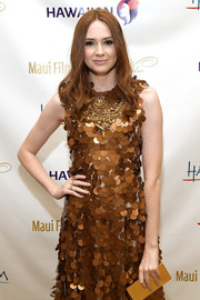 Karen Gillan gleamed at the 2017 Maui Film Festival with this gold box clutch and paillette dress combo.