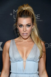 Rachel Platten was retro-glam with her bouffant ponytail at the 2017 Miss Universe Pageant.
