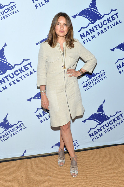 Mariska Hargitay donned a beige zip-front linen dress for day 2 of the 2017 Nantucket Film Festival.