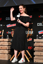 Elizabeth Henstridge styled her dress with a pair of Chiara Ferragni heart sneakers. Adorable!