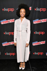 Sonequa Martin-Green completed her outfit with strappy white pumps.