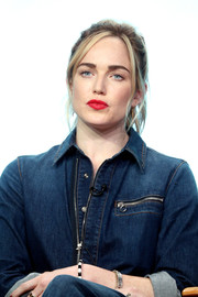 Caity Lotz attended the 2017 Summer TCA Tour wearing her hair in a messy ponytail.