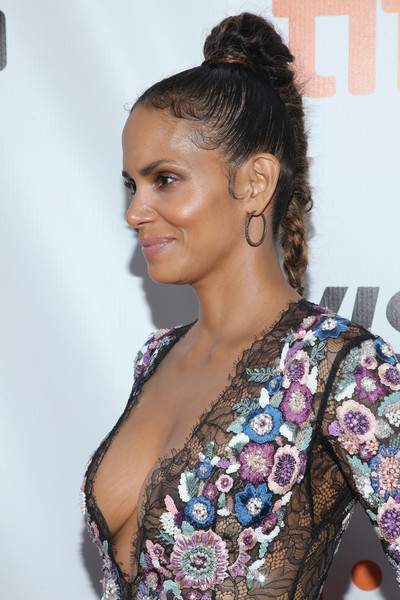 Halle Berry swept her hair up into a high braid for the TIFF premiere of 'Kings.'
