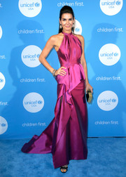 Angie Harmon looked divine in a magenta peplum halter gown at the 2017 UNICEF Audrey Hepburn Society Ball.