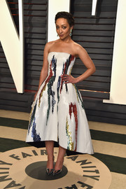 Ruth Negga was eye candy in a colorful fit-and-flare strapless dress by Oscar de la Renta at the Vanity Fair Oscar party.