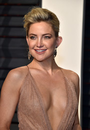 Kate Hudson looked cool and glam wearing this pompadour at the Vanity Fair Oscar party.
