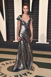 Amanda Peet was all aglow in a silver Michael Kors gown during the Vanity Fair Oscar party.