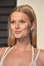 Toni Garrn wore her hair down and straight with a center part when she attended the Vanity Fair Oscar party.